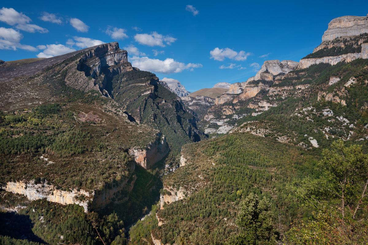 El Cañón de Añisclo, generado por el río Bellós y se prolonga a lo largo de casi 25 kilómetros (iStock).