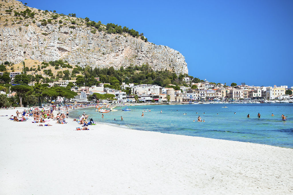 Cientos y cientos de metros de arena blanca para disfrutar de esta maravillosa playa (Istock)