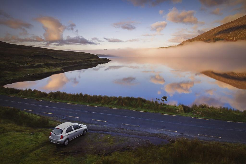 Hazte un regalo: recorre Irlanda en coche (iStock)