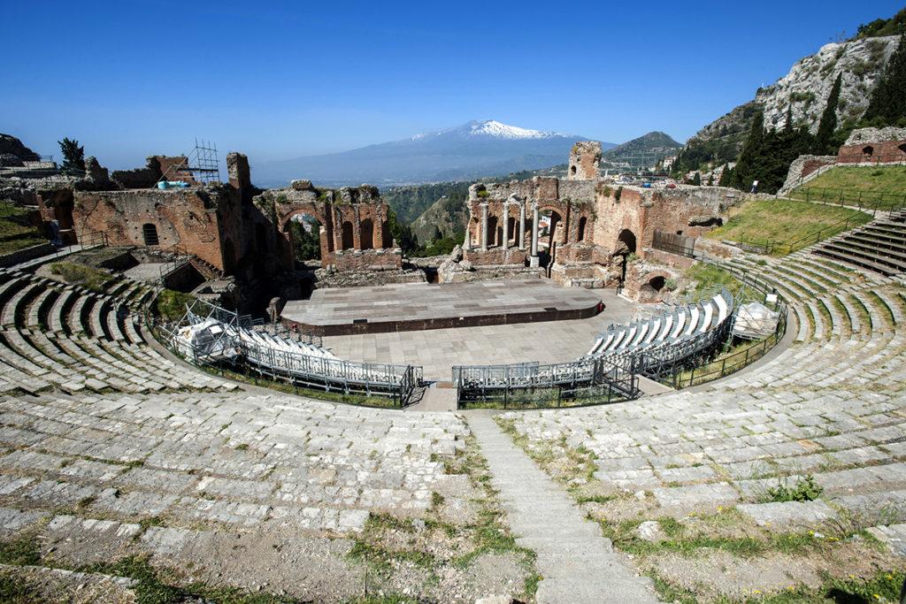 El teatro de Taormina te encantará y más si ves representada alguna de las obras que hacen en el mismo (istock).