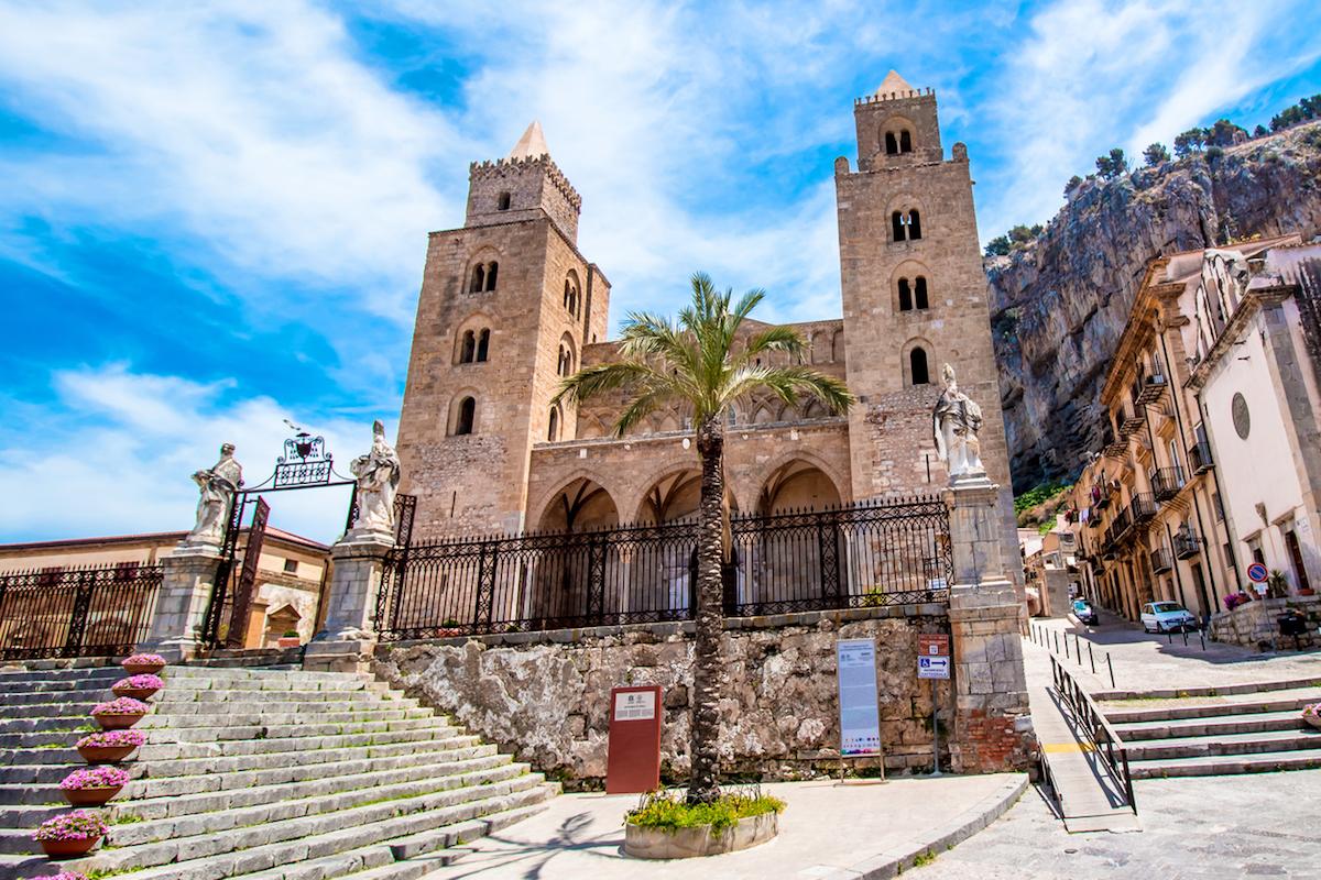 La catedral de Cefalú es una de las visitas obligadas en esta localidad (iStock).