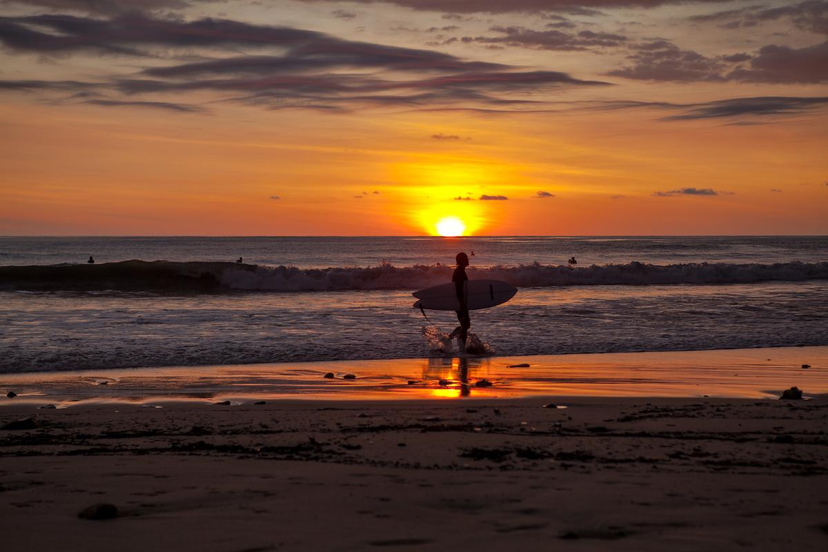 Santa Teresa, uno de los paraísos para surfistas que hay en Costa Rica (iStock).