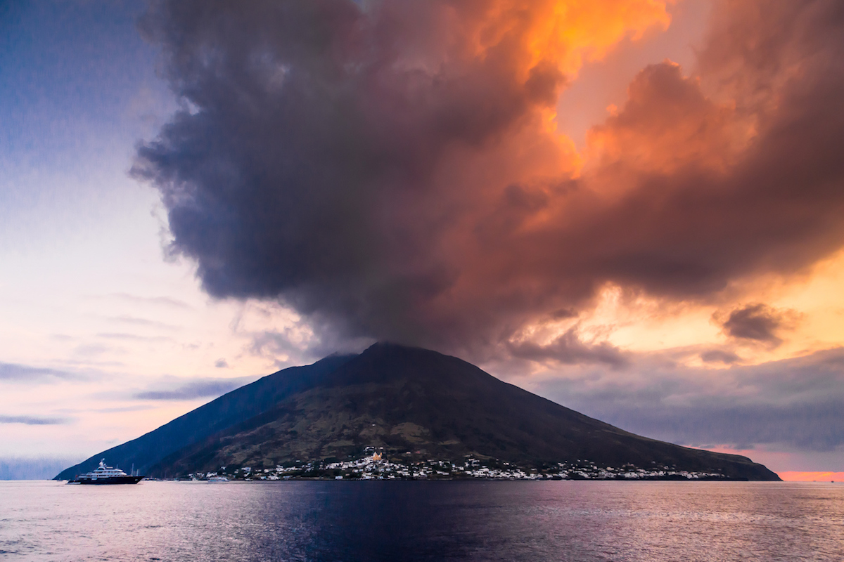 Stromboli es uno de los volcanes de las islas Eoleas (iStock).