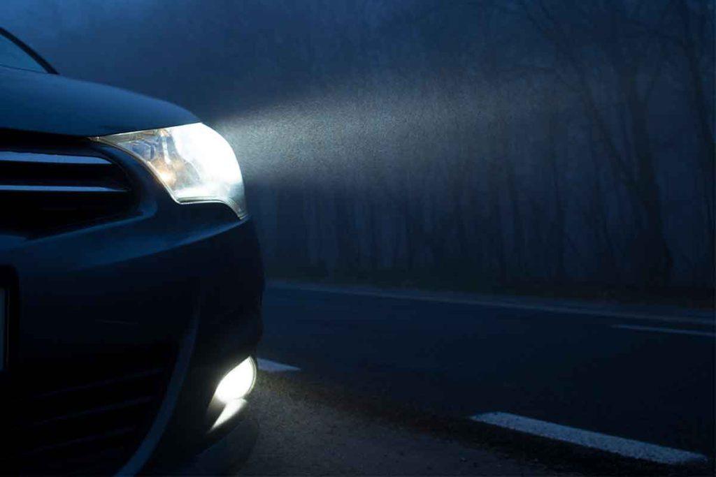 Luces, quinto paso en las cosas que revisar en tu coche antes de hacer una ruta (iStock)
