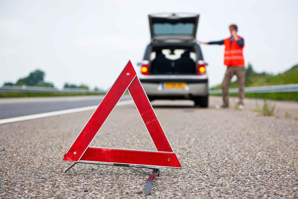 Chaleco, triángulos, debes llevar todos los elementos auxiliares (iStock)