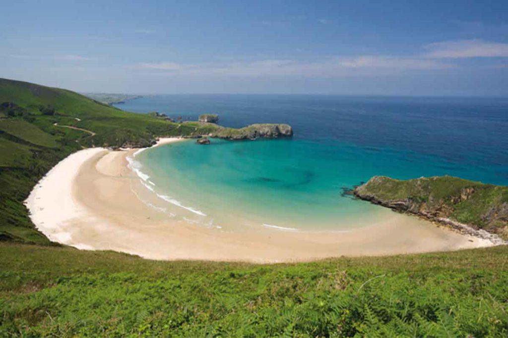 Un referente para el nudismo entre las playas que no te puedes perder en Asturias (turismoasturias.es)