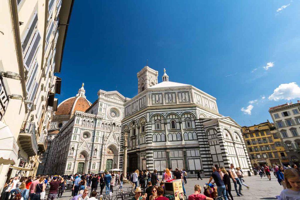 El Battisterio di San Giovanni es la construcción más antigua de la piazza del Duomo (iStock)
