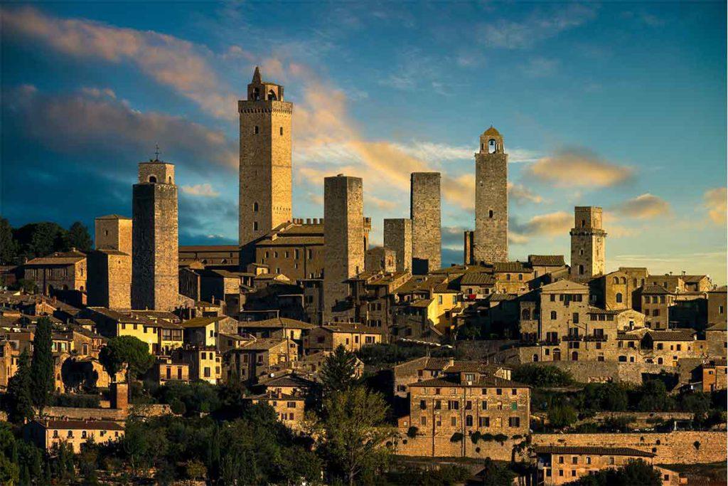 San Gimignano es, para muchos, el pueblo más bonito de Italia (iStock)