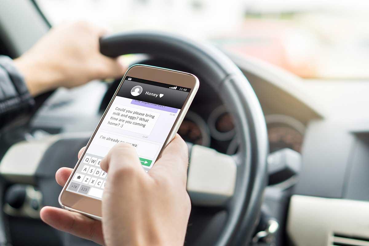 ¡Nunca utilices el móvil al volante! (iStock)