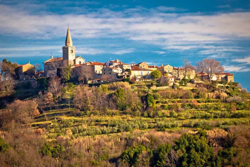 Groznjan es un precioso pueblo medieval encaramado en lo alto de una colina (iStock)
