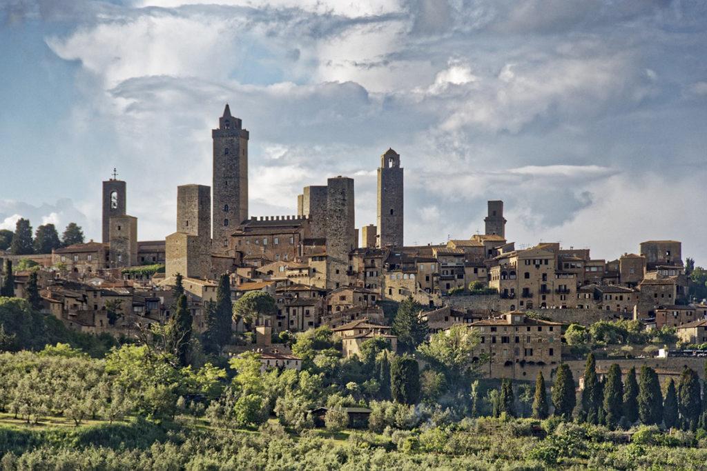 En la Toscana hay que visitar pueblos medievales como San Gimignano (Pixabay)