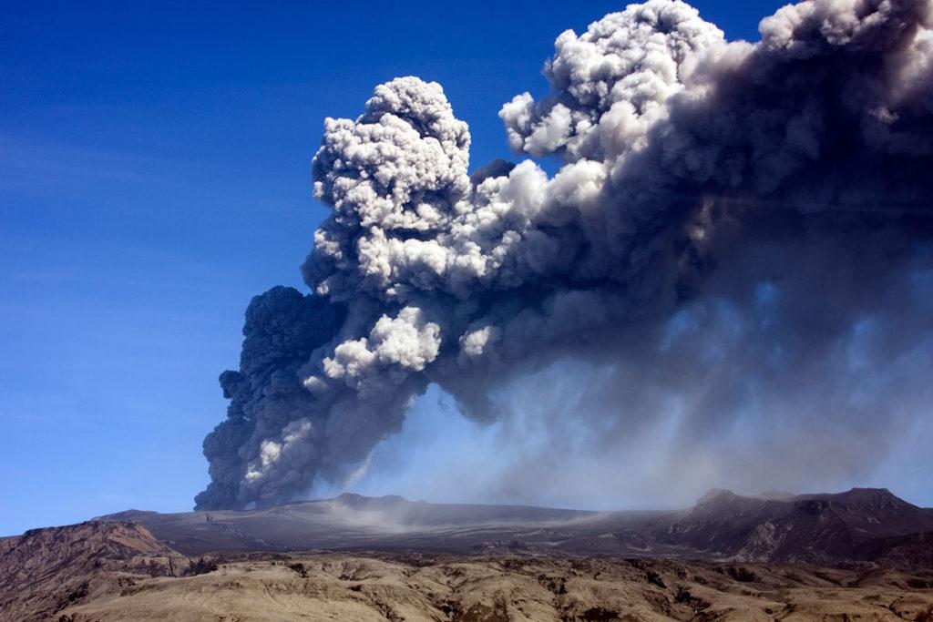 El Eyjafjallajökull entró en erupción en 2010 y obligó a cerrar el espacio aéreo (iStock)
