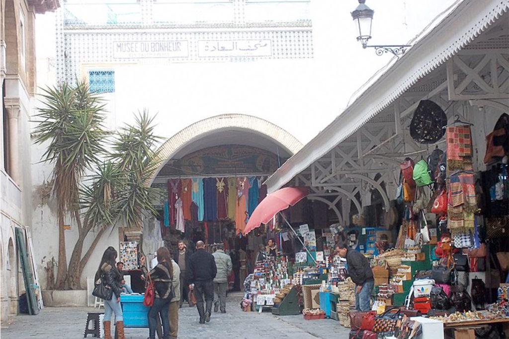 La Medina de Túnez es el más antiguo de los tres núcleos centrales de Túnez (Fares Rjeibi – es.m.wikipedia.org)
