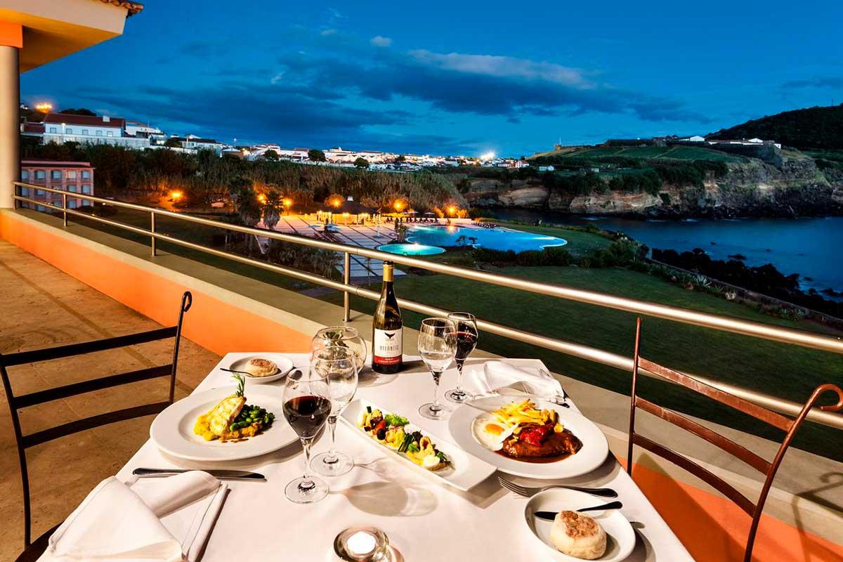 El Terceira Mar Hotel está situado en Angra do Heroismo (terceiramarhotel.com-azores.com)