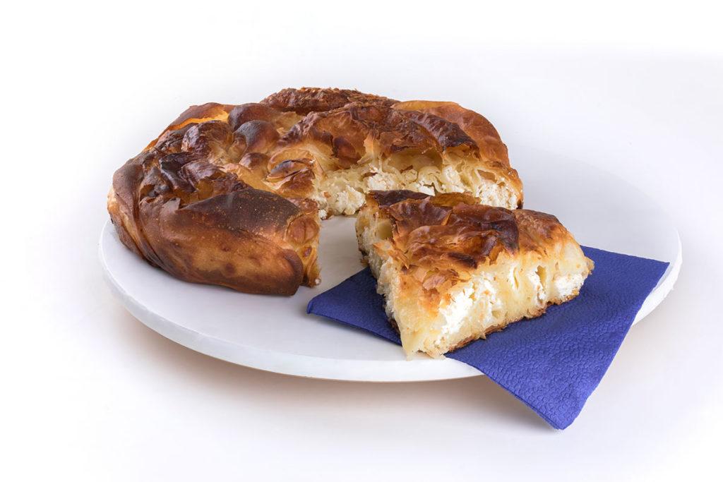 En Croacia, el burek se rellena de queso (iStock)