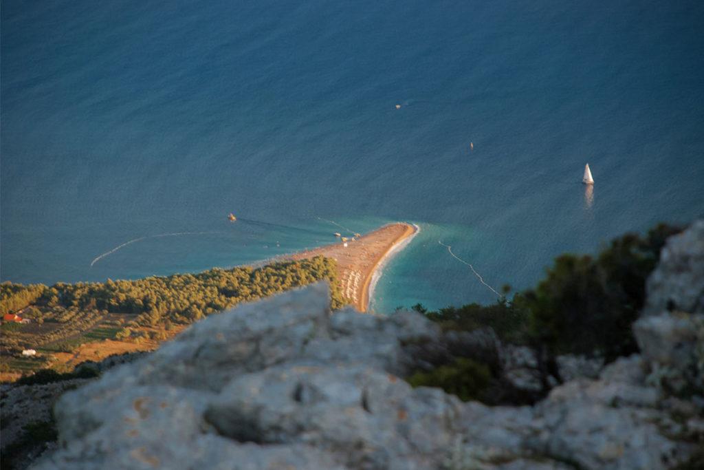 """A la playa de Zlatni rat también se la conoce como """"el cuerno"""" (iStock)"""