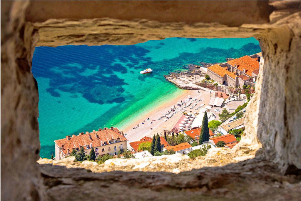 La playa de Banje es la más cercana al casco antiguo de Dubrovnik (iStock)