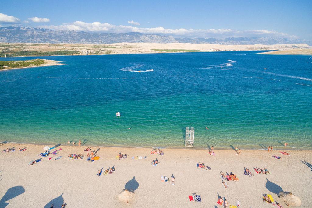 La playa de Zrce es muy popular entre los jóvenes (iStock)