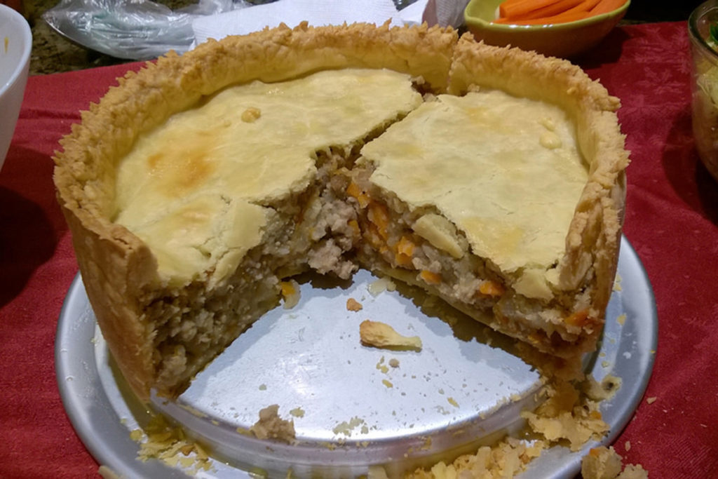 Es un pastel elaborado con masa de pan y carne, que puede ser tanto de cerdo como de vaca (Mastermaq, Flickr)