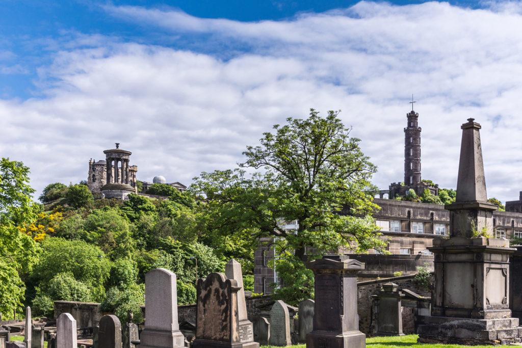 El Cementerio de Old Calton es uno de los más famosos de la ciudad (iStock)