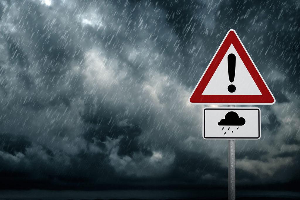 Revisa la previsión meteorológica y que el temporal no te pille por sorpresa (iStock)