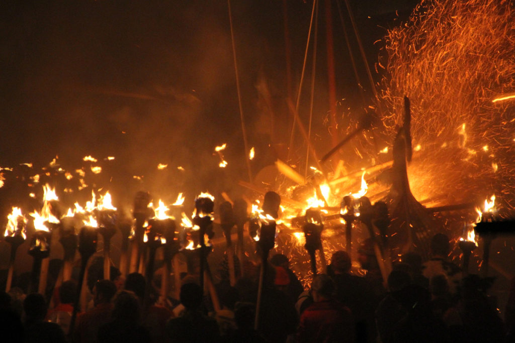 Up-Helly-Aa es la fiesta vikinga del fuego (iStock)