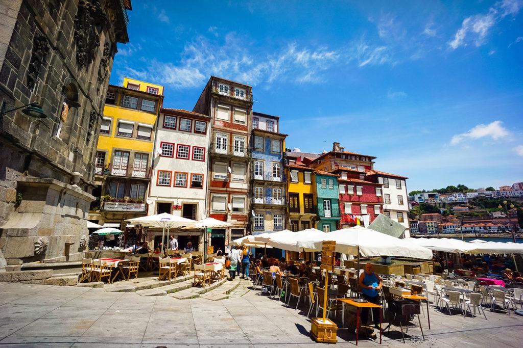 No dejes pasar la oportunidad de probar la comida clásica portuguesa con vistas al Duero (iStock)