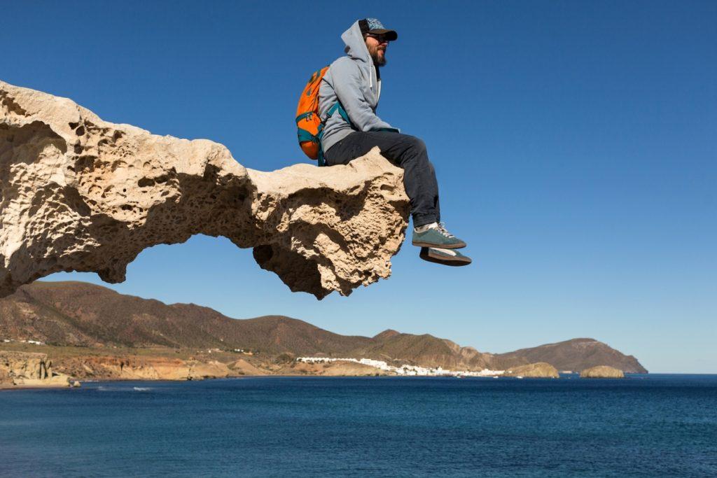 Los Escullos es uno de los acantilados más bonitos del Parque Natural Cabo de Gata (iStock)