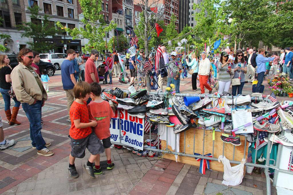 Memorial por el atentado terrorista en el Maratón de Boston que tuvo lugar en 2013 (iStock)