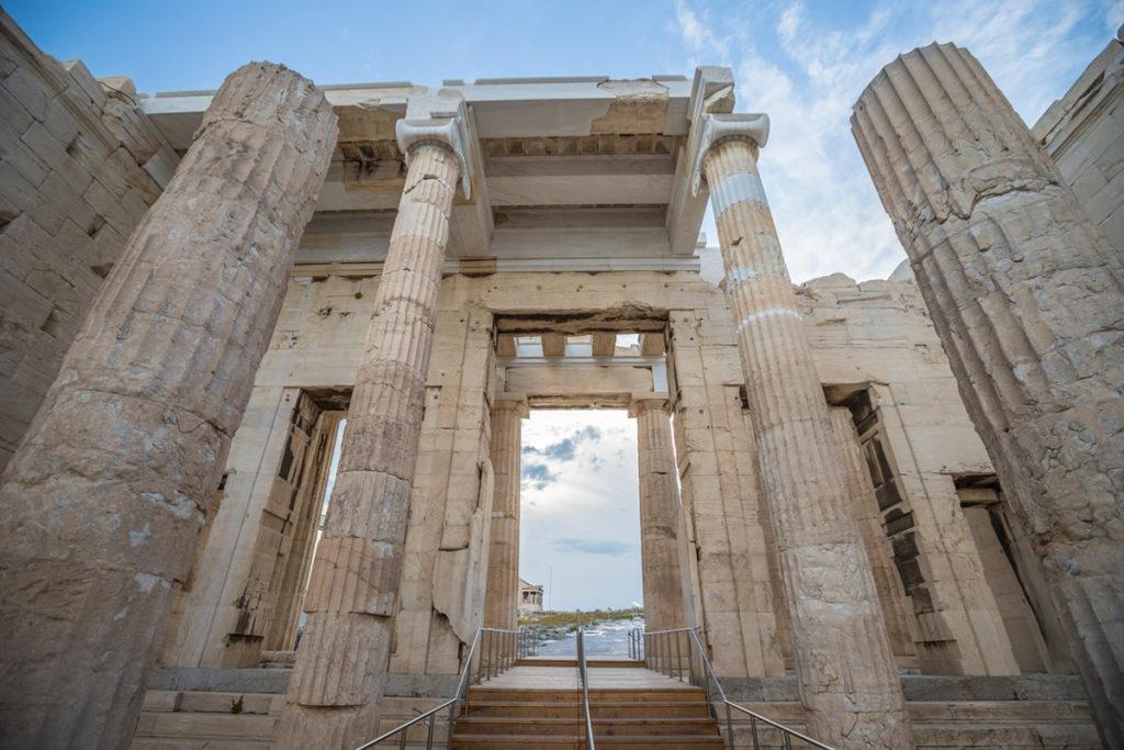 Los Propíleos son la entrada principal a la Acrópolis (iStock)