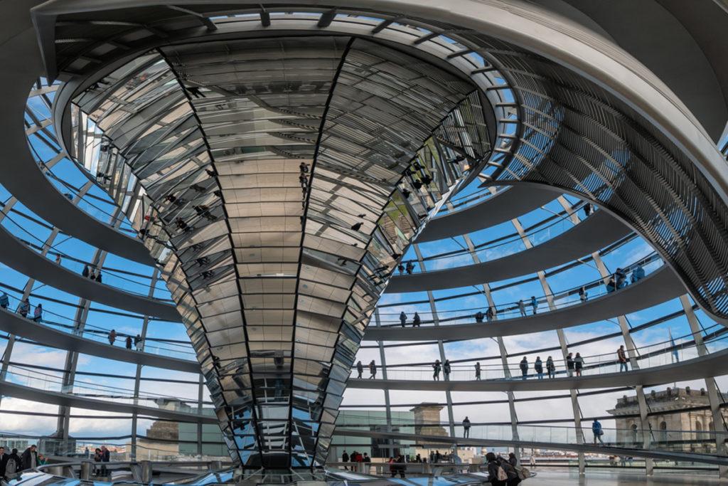Conocer la polémica cúpula de cristal de Norman Foster (iStock)