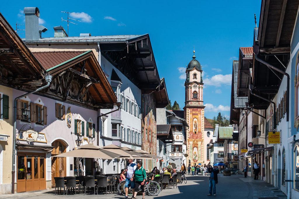 Mittenwald está cerca de la frontera con Austria (iStock)
