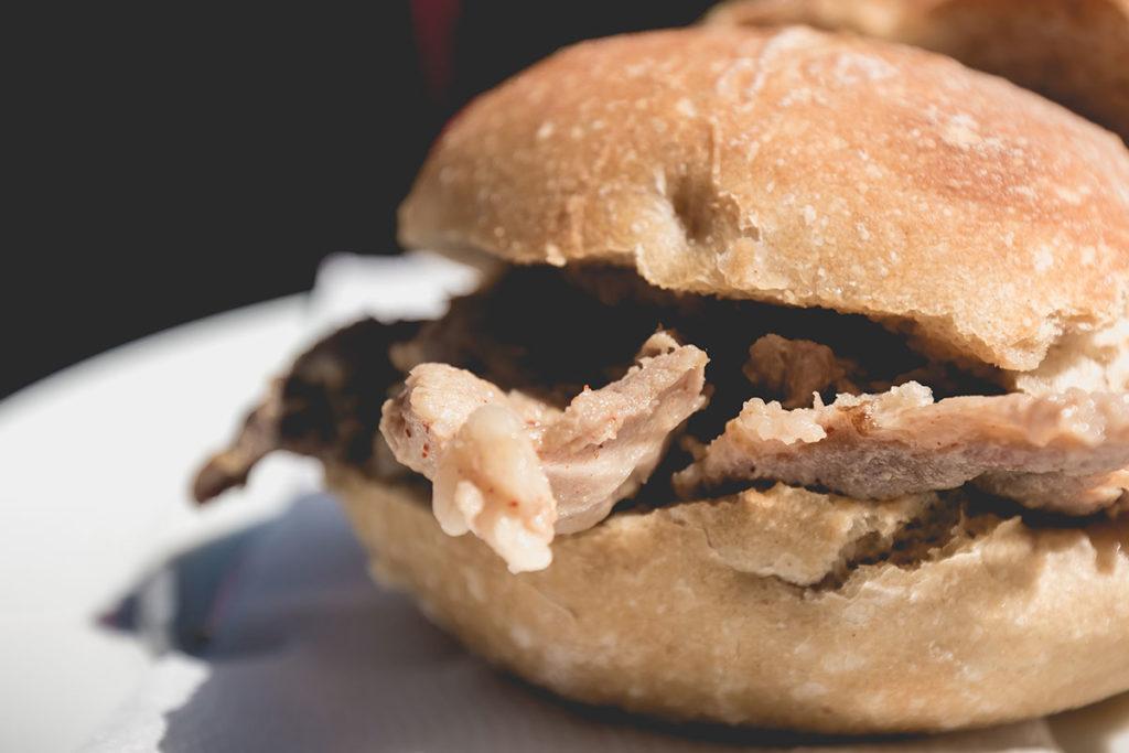 La bifana es un sándwich con carne de cerdo marinada (iStock)