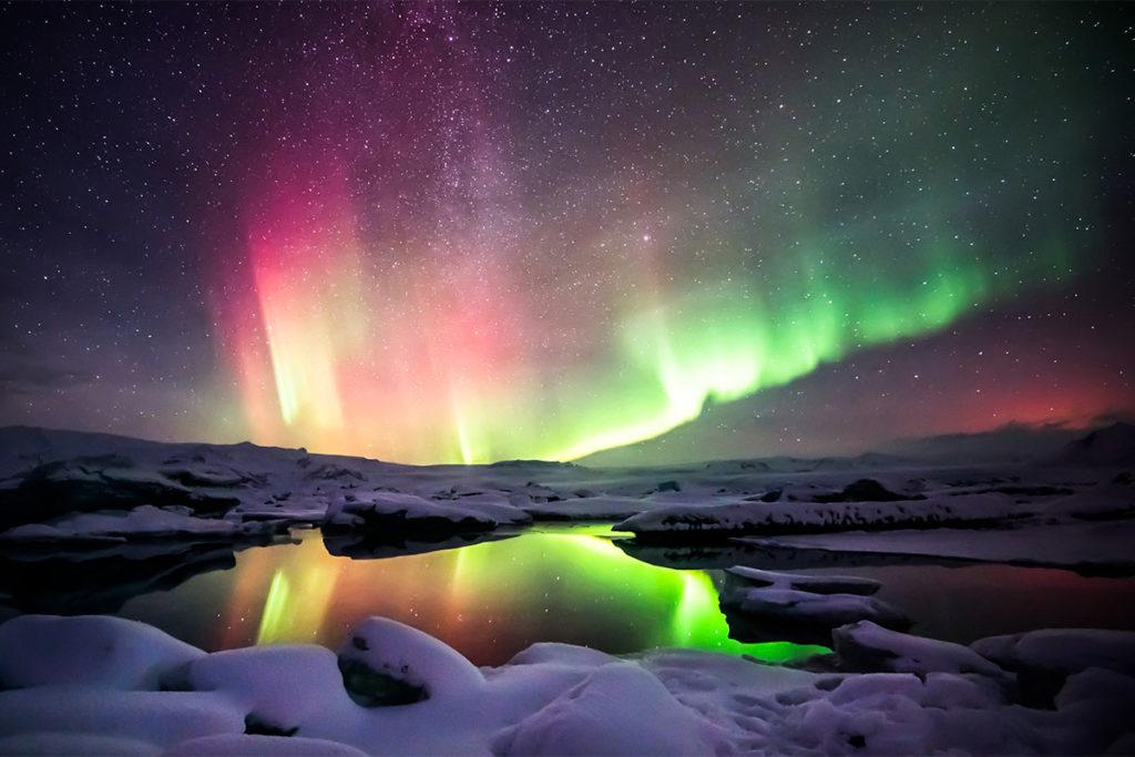 Entre septiembre y abril es la mejor época para ver auroras boreales en Islandia (iStock)