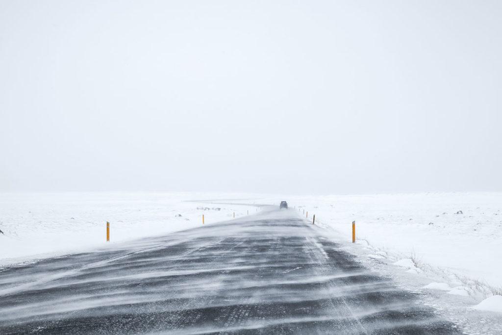 Que la nieve no sea una sorpresa en tu ruta en coche por Islandia (iStock)
