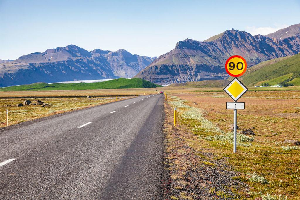 90 km/h es el máximo permitido para circular en Islandia (iStock)