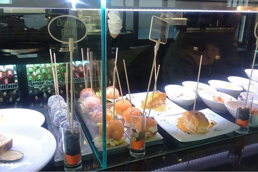 Además de los platos, en La Buganvilla también hay una interesante variedad de tapas (https://www.facebook.com/labuganvillazaragoza/)