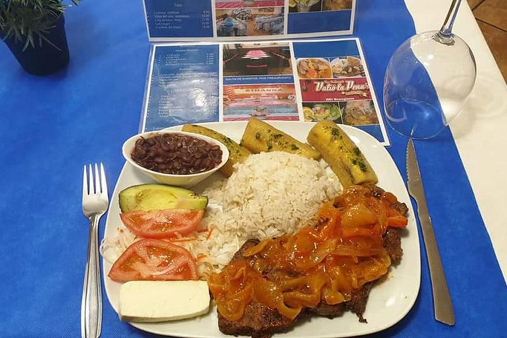 Comida nicaragüense en Restaurante Valió la Pena (https://www.facebook.com/Bar-Restaurante-VALIO-LA-PENA-256538611086668/)