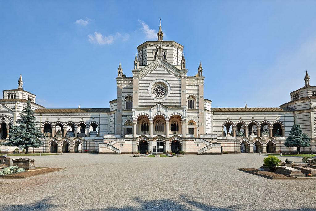 El cementerio es otro de los monumentos que debes ver en Milán (iStock)